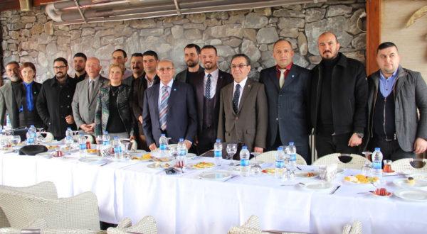 İYİ Parti İskenderun'da vitrine çıktı