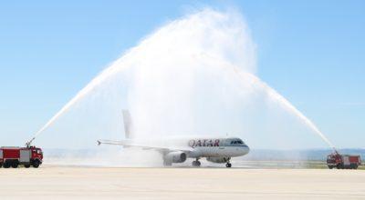 Hatay'da Katar uçağına sulu karşılama