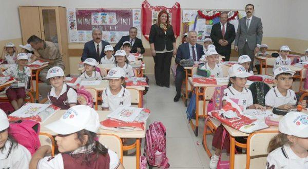 Okulun ilk gününde Vali Ata ayrıcalığı