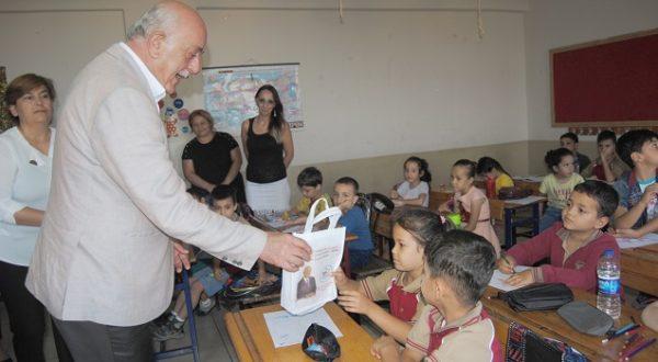 Okulla tanışan 5 bin 100 öğrenciye hediye