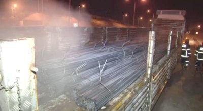 Demir yüklü Tır Adana yolunda yandı