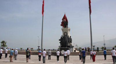 Türk Gençliği Ata'sının huzurunda