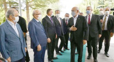CHP'li 11 Büyükşehir Belediye Başkanı liderleriyle buluştu