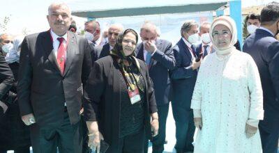 Başkan Yılmaz'a Emine Erdoğan'dan ödül